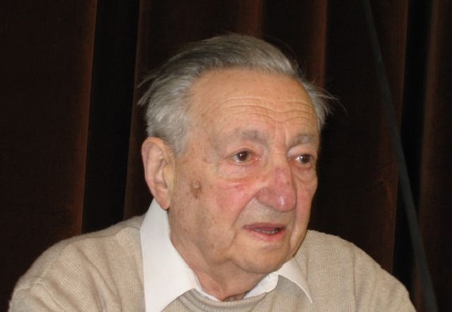 Marek Edelman, pictured in 2005. Photo: Mariusz Kubik, http://www.mariuszkubik.pl [Attribution, GFDL (http://www.gnu.org/copyleft/fdl.html), CC-BY-SA-3.0 (http://creativecommons.org/licenses/by-sa/3.0/) or CC BY 2.5 (https://creativecommons.org/licenses/by/2.5)], via Wikimedia Commons