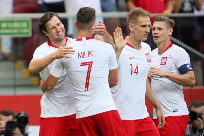 Футболисты сборной Польши во время товарищеского мачта с Литвой 12-го июня в Варшаве.