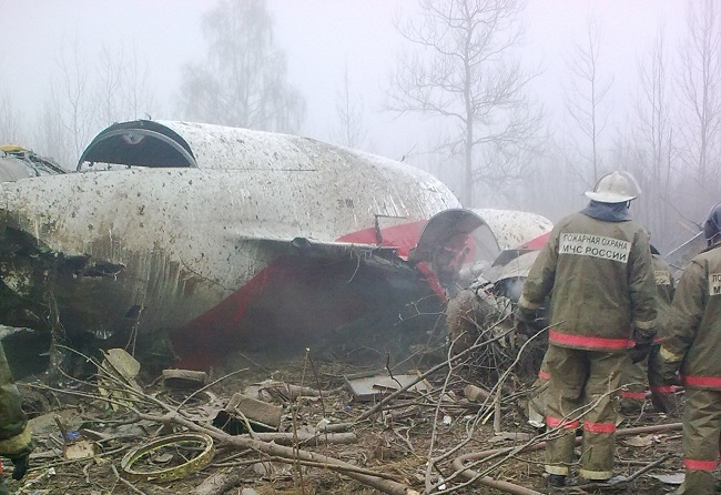 The crashed Polish presidential plane near Smolensk, western Russia, in 2010. Photo: Wikimedia Commons/Bartosz Staszewski, PRS Team.net. (CC BY-SA 2.5)