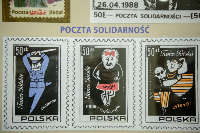 """Почтовые марки """"Солидарности"""" времен военного положения. Фото: PAP/Wojciech Pacewicz"""