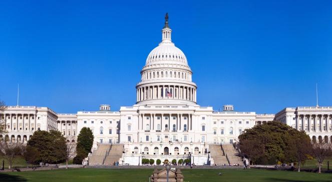 Kapitol USA, siedziba obu izb amerykańskiego parlamentu - zdjęcie ilustracyjne