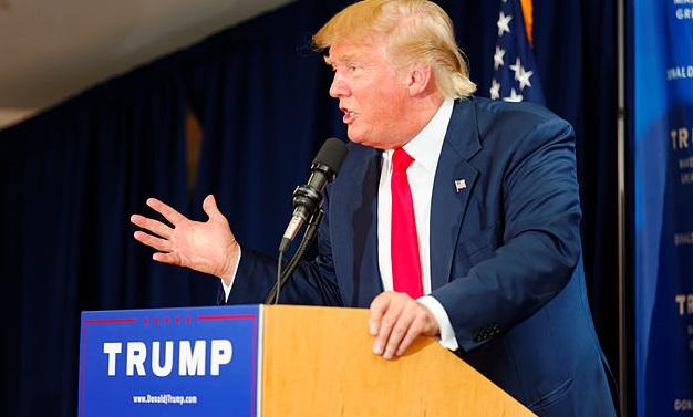 Президент США Дональд Трамп во время выступления в ходе предвыборной кампании