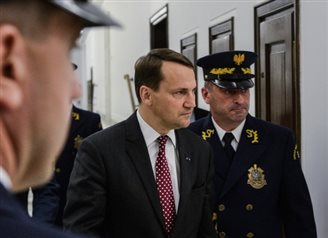 Sikorski apologises for