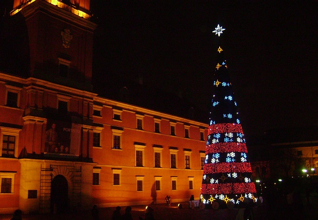 Lights on the 27-metre tree in Warsaw in 2009. Photo: Wikimedia Commons/Albertyanks Albert Jankowski.