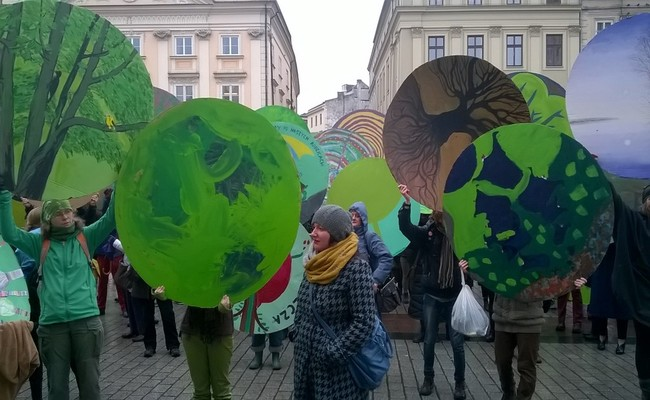 Demonstrators in Kraków protest against the proposed felling of parts of the Białowieza Forest, 12 March/ Photo: N.Hodge
