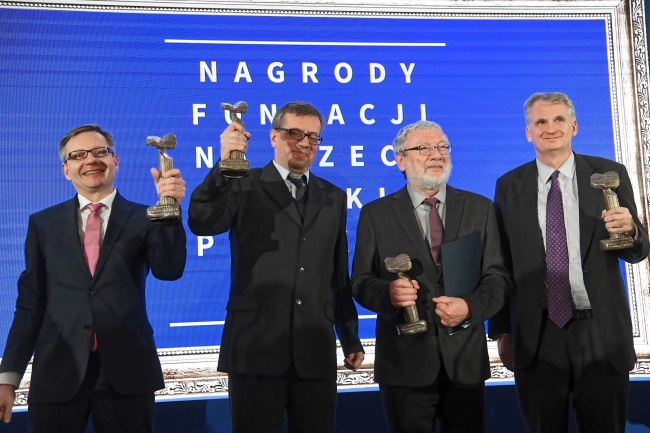 Andrzej Dziembowski, Krzysztof Pachucki, Andrzej Gałęski, and Timothy Snyder pose with their awards in Warsaw on Wednesday. Photo: PAP/Piotr Nowak