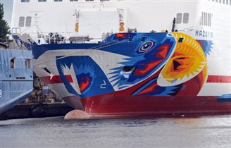 Graffiti artist gets to work on Polish ferry