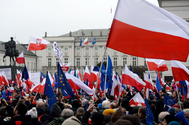 Marchers in front of the Presidential Palace in Warsaw, 12 March. PAP/Jacek Turczyk