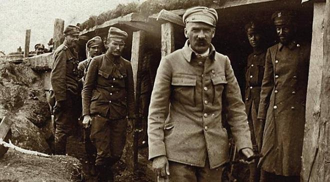 Józef Piłsudski w okopach na Wołyniu