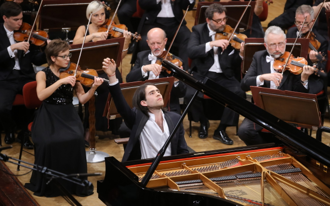 Georgijs Osokins performs at the Warsaw Philharmonic Hall on Monday. Photo: PAP/Paweł Supernak