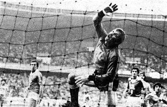 Former Polish goalie Marian Szeja dies