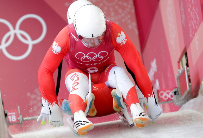 Polish lugers Jakub Kowalewski (back) and Wojciech Chmielewski (front) while training ahead of Wednesday's men's doubles luge event at the Pyeongchang winter Olympics in South Korea. Photo: PAP/Grzegorz Momot