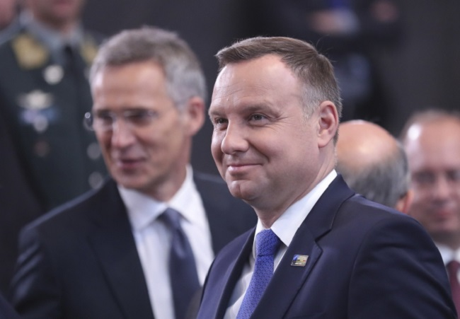 Polish President Andrzej Duda (right) during the NATO summit in Brussels on Thursday. Photo: EPA/OLIVIER HOSLET Dostawca: PAP/EPA.