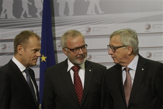 EU steers Eastern Partnership Summit to cautious conclusion