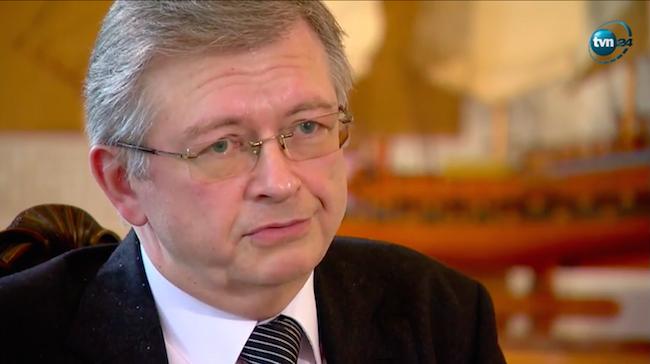 Посол РФ в Польше Сергей Андрей во время интервью телеканалу TVN24, скриншот - tvn24.pl