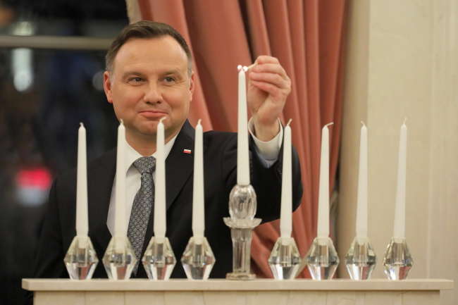 Polish President Andrzej Duda lights Hanukkah candle. Photo: PAP/Paweł Supernak
