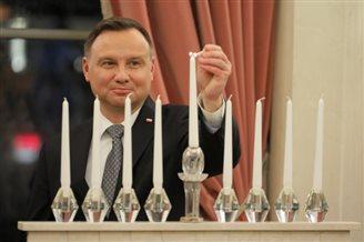 Polish president lights Hanukkah candle
