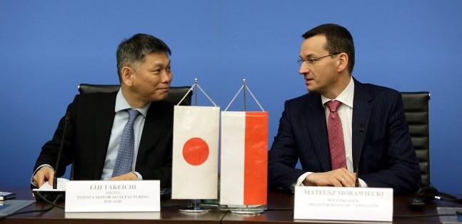 Wicepremier, minister rozwoju i finansów Mateusz Morawiecki oraz prezes Toyota Motor Manufacturing Poland w Wałbrzychu. Zdjęcie ilustracyjne