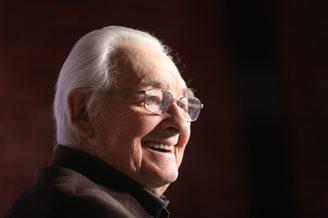 Famous Polish director Andrzej Wajda dies