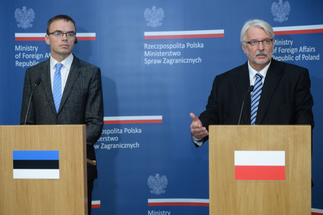 Witold Waszczykowski (right) with his Estonian counterpart Sven Mikser. PAP/Jacek Turczyk