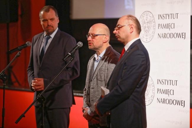Poland's Ambassador to Switzerland Jakub Kumoch (left), filmmaker Robert Kaczmarek (centre) and Mateusz Szpytma, deputy head of the Institute of National Remembrance (right), during a press conference in Warsaw on Wednesday. Photo: PAP/Rafał Guz