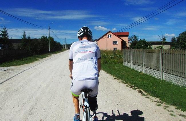 Камиль Мишталь на велосипеде.