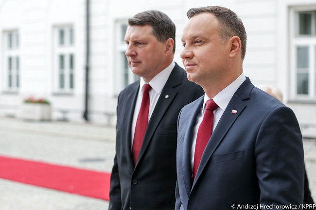 Polish President Andrzej Duda (R) with Latvian counterpart Raimonds Vejonis (L). Photo: Prezydent.pl