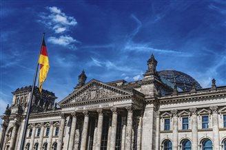 Prasa: coraz więcej Brytyjczyków chce zostać Niemcami