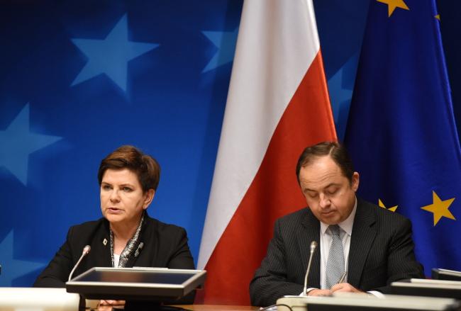 Prime Minister Beata Szydło and deputy foreign minister Konrad Szymański. Photo: PAP/Radek Pietruszka