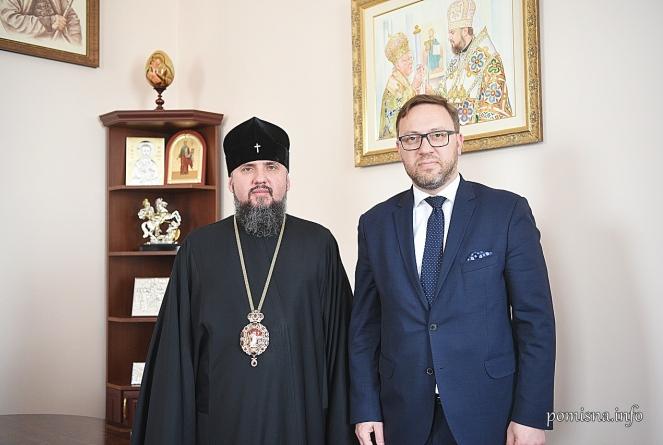 Предстоятель Православної церкви України митрополит Епіфаній та посол Польщі в Україні Бартош Ціхоцький