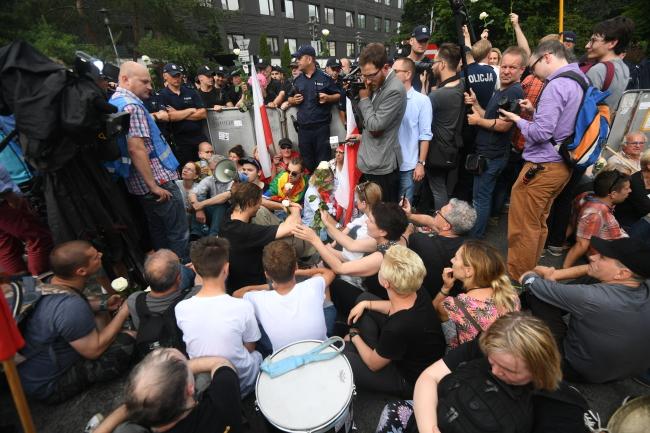 Протест під польським Сеймом проти судової реформи