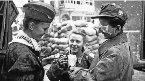 Junge Aufständische in Warschau 1944