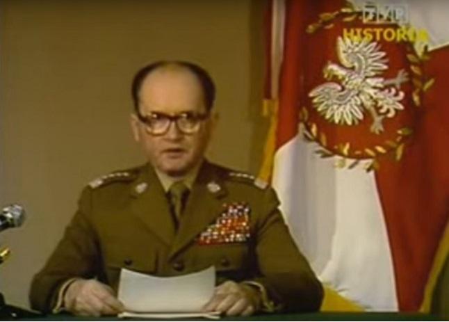 Войцех Ярузельский  объявляет по телевидении о военном положении (13 декабря 1981 года)