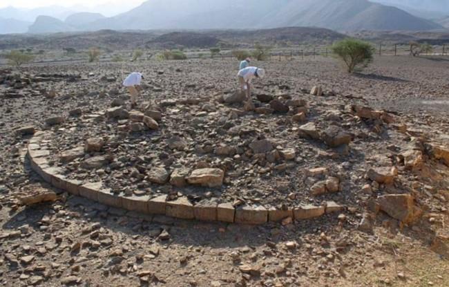 Polish archaeologists at work in Oman. Photo: PCMA/Łukasz Rutkowski