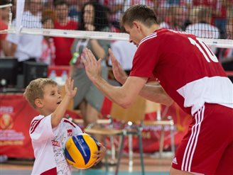 Hosts Poland through to world volleyball semi-final