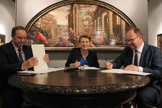 From left: Chairman of the Pomerania province, Mieczyław Struk, Minister of Culture Małgorzata Omilanowska and Mayor of Gdańsk Paweł Adamowicz. Photo: PAP/Piotr Wittman