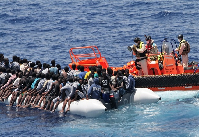 Migrants are met by Frontex officers south of Italy. Photo: Frontex.