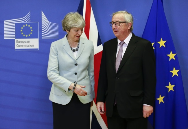 Brexit talks finally make 'sufficient progress' as May and Juncker do deal