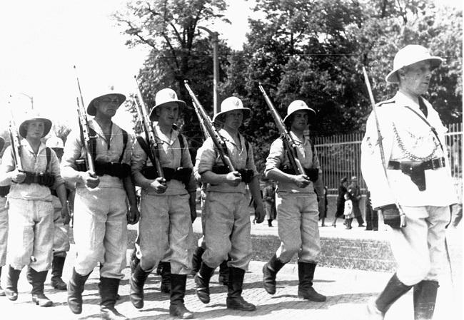 У Польшчы хоць і не было калёній, але існавалі паказальныя атрады каляніяльных войск