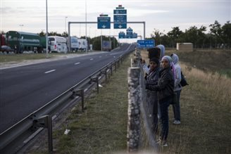 Polish lorry drivers warned amid Calais migrant crisis