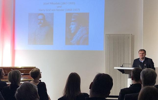 Prof. Igor Kąkolewski mit einem Vortrag zur Wiedererlangung der Unabhängigkeit Polens, fot. © Arkadiusz Łuba