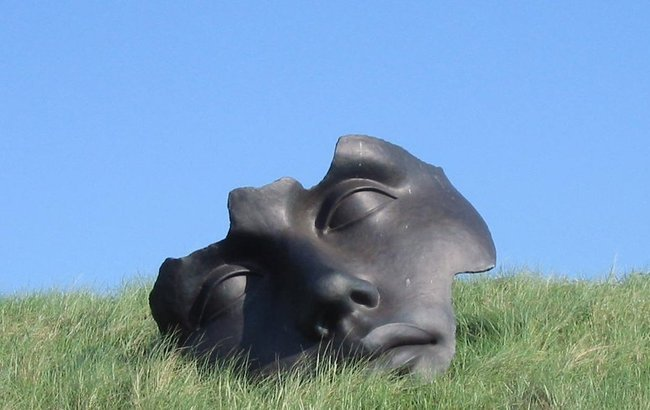 A sculpture by Igor Mitoraj. Photo: wikimedia commons/Ellywa