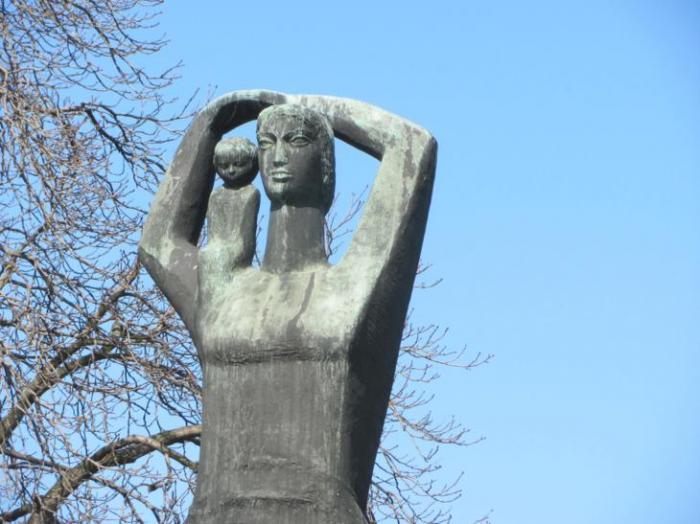 Памятник Матери-польке в Рацибоже.