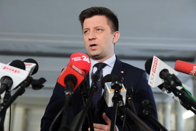 Глава канцелярии премьер-министра Польши Михал Дворчик на пресс-конференции
