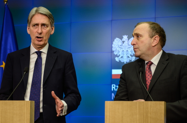 British Foreign Secretary Philip Hammond (left) with Polish Foreign Minister Grzegorz Schetyna meet in Warsaw, 06.03.2015 Photo: PAP/Jakub Kamiński