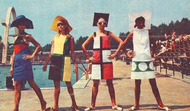 """Плакат лекции """"«Мода – жажда космоса и искусства» в Музее современного искусства в Варшаве. Фото с обложки журнала """"Panoramа"""" с коллекцией Дома моды Ledа, 28 авуста 1966 г. Из собраний Галереи им. Следзиньских."""