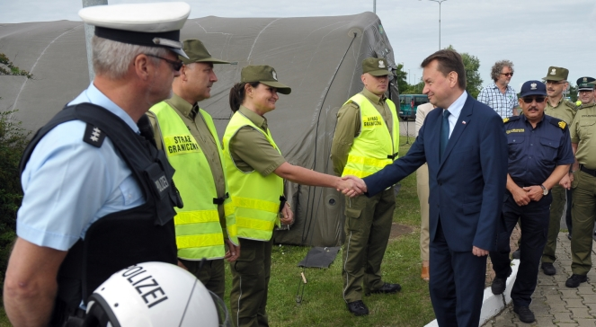 Міністр внутрішніх справ Польщі Маріуш Блащак у тимчасовому пункті пропуску в Колбасково на польсько-німецькому кордоні