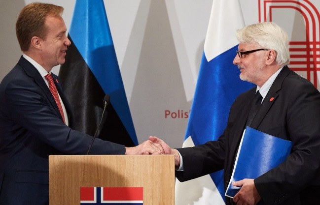 Polish Foreign Minister Witold Waszczykowski (right) and his Norwegian counterpart