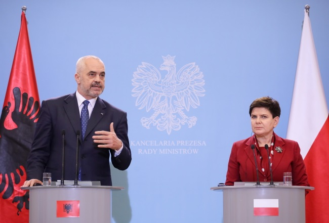Polish PM Beata Szydło (right) and her visiting Albanian counterpart Edi Rama speak at a joint news conference in Warsaw on Wednesday. Photo: PAP/Paweł Supernak