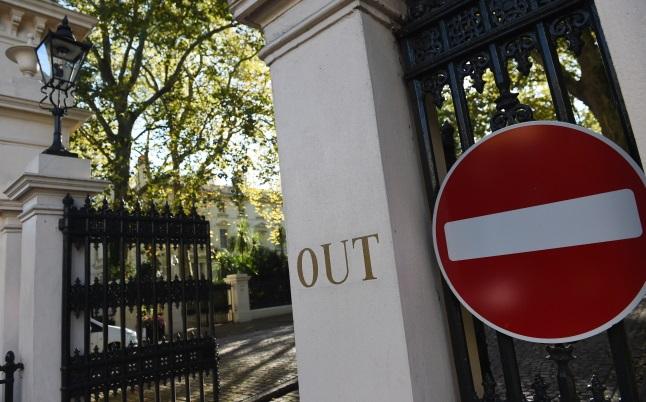 Вход в российское посольство в Лондоне